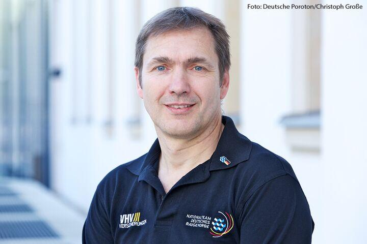 Kai-Uwe Holtschmidt, Ausbildungsleiter der Bauinnung München, gibt Einblicke in die Ausbildung im Baugewerbe.
