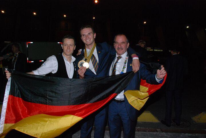 Zimmerer Simon Rehm gewinnt Goldmedaille