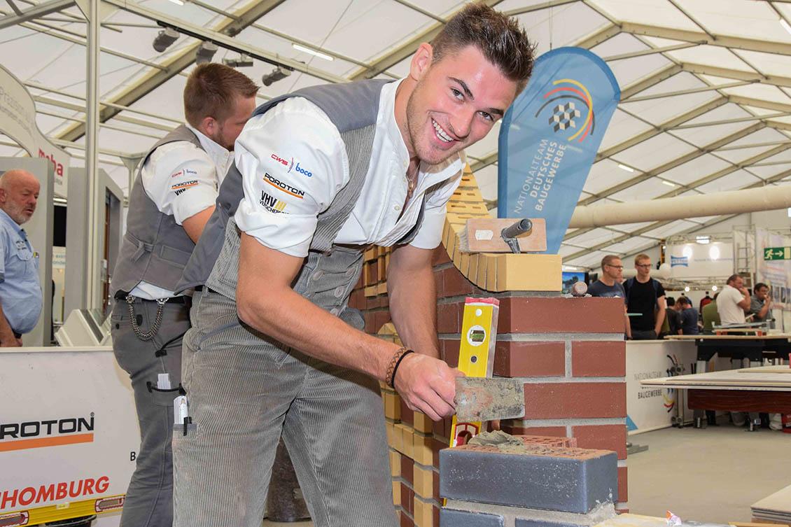 Maurer-EM-Teilnehmer-Jannis-Wulfes-beim-Arbeiten-5-0535.jpg