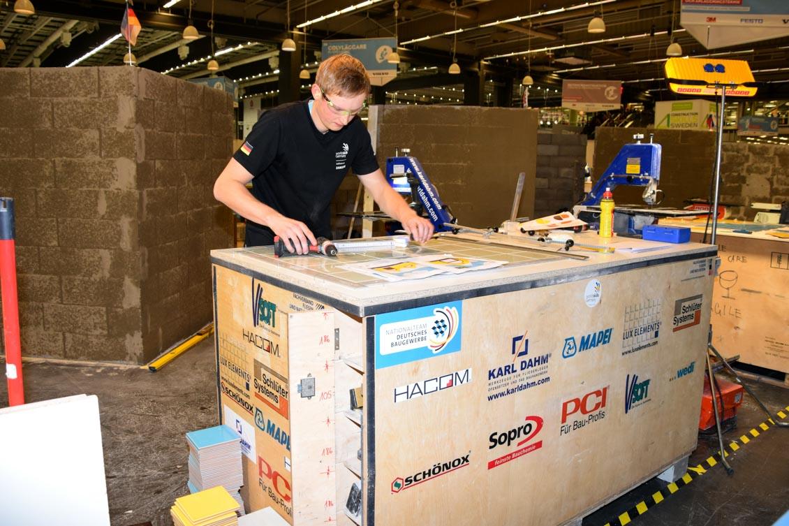 02 Fliesenleger Welberg mit Kiste Tag 1.2_0081.jpg