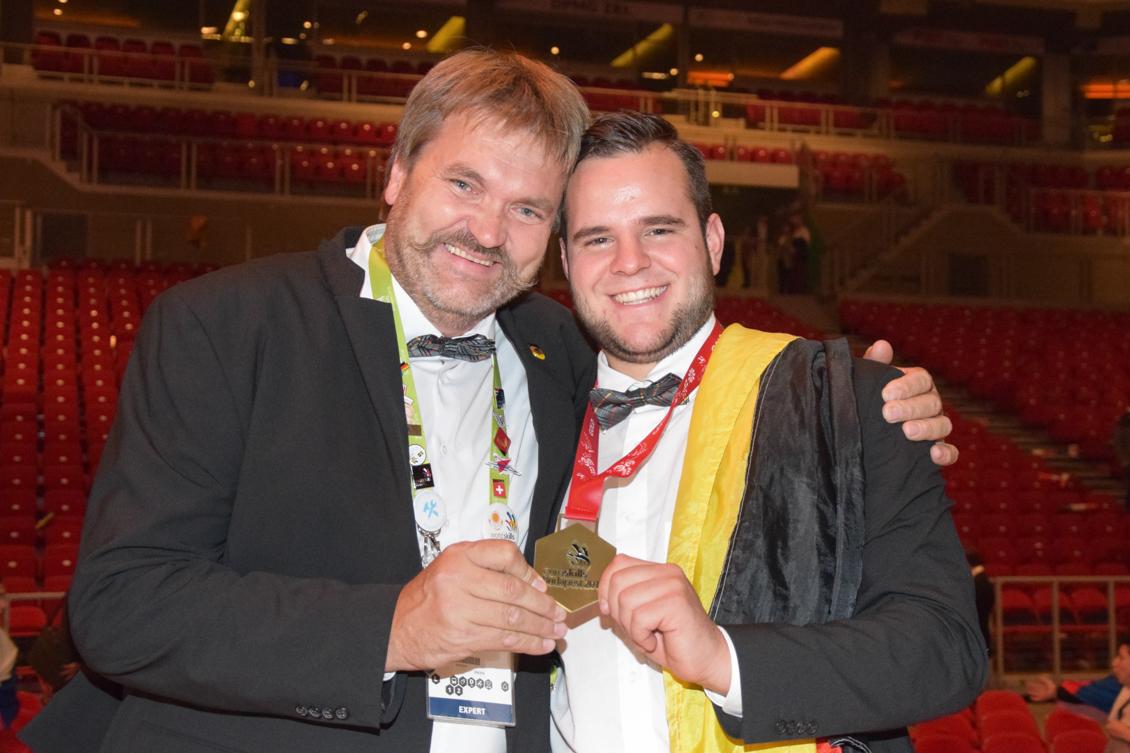 Stuckateur Siegerehrung Experte Gruber und Europameister Schmidt_0461-2.jpg